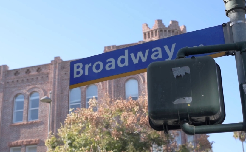 Free Stock Footage – Santa Monica Broadway Street Sign – Royalty Free